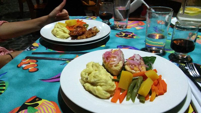 dining_galapagos_booby