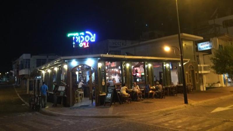 dining_galapagos_rock